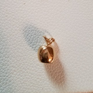 ウノアエレ(UNOAERRE)のウノアエレ 林檎モチーフトップ 18金ピンクゴールド製(ネックレス)