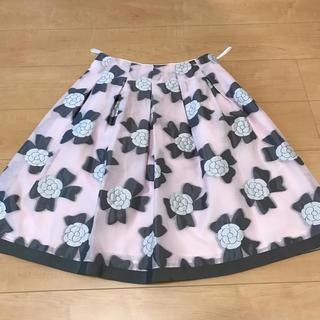 エムズグレイシー(M'S GRACY)の新品、未使用2018カメリアリボンスカート✨(ひざ丈スカート)