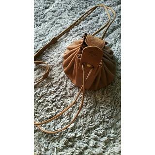 イルビゾンテ(IL BISONTE)の巾着バッグ(ショルダーバッグ)