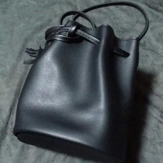 ユナイテッドアローズ(UNITED ARROWS)の巾着ブラックレザーバック(セカンドバッグ/クラッチバッグ)
