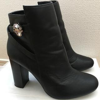 チェスティ(Chesty)のChestyビジュー付きショートブーツ☆歩きやすい太めヒールシンプルブラック(ブーツ)