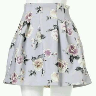 ダズリン(dazzlin)のローズ柄ボンディングスカート(ミニスカート)