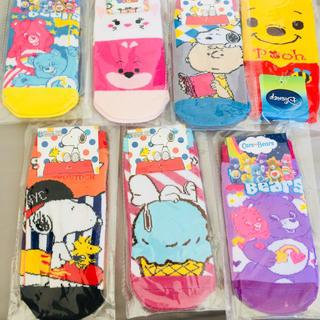 ディズニー(Disney)のスヌーピー、ケアベア、ディズニー の靴下7足セット♪ (ソックス)