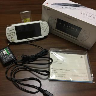 プレイステーションポータブル(PlayStation Portable)のPSP2000本体セット(携帯用ゲーム本体)