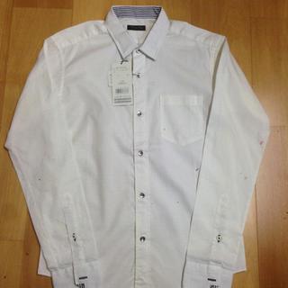 メンズビギ(MEN'S BIGI)の新品タグ付き☆ メンズビギ ホワイトシャツ(シャツ)