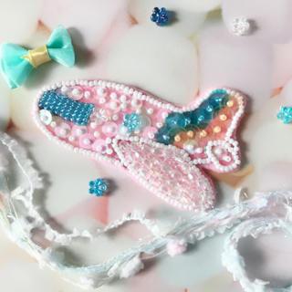 飛行機モチーフ ビーズ刺繍ブローチ(コサージュ/ブローチ)