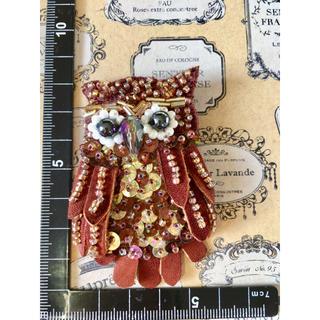 ハンドメイド☆フクロウのビーズ刺繍ブローチ(コサージュ/ブローチ)