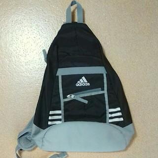 アディダス(adidas)のボディバッグ*adidas*黒×グレー*白ライン*リュック(バッグパック/リュック)