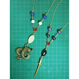 竜と日本刀のチャームを使用したネックレス(ネックレス)