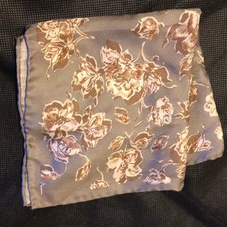 ポケットチーフ グレー 花柄 シルク100%(ハンカチ/ポケットチーフ)