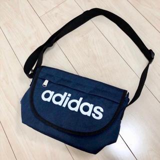 アディダス(adidas)のadidasのメッセンジャーバック(メッセンジャーバッグ)