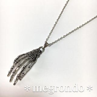 402.骸骨オカルトゴシックホラー奇抜個性的シュール、スカルハンドのネックレス(ネックレス)