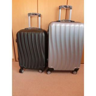 新品★MとSの2点セット★シルバーと黒★スーツケース★キャリーケース(トラベルバッグ/スーツケース)