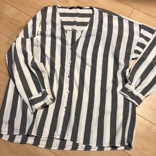 ザラ(ZARA)のザラVネックブラウスサイズS(シャツ/ブラウス(半袖/袖なし))
