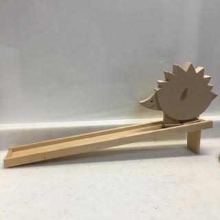 ボーネルンド(BorneLund)のトコトコ ハリネズミさん スロープ 木のおもちゃ(知育玩具)