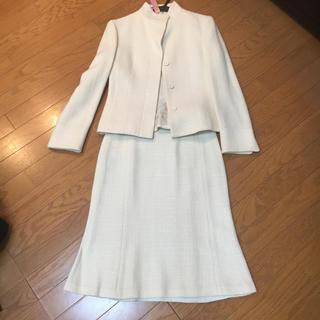 白ウールスーツ