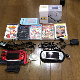 プレイステーションポータブル(PlayStation Portable)のソニーPSP3000 2台とソフト5枚セット(携帯用ゲーム本体)