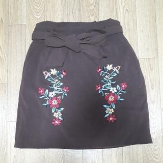 シマムラ(しまむら)の刺繍スカート(ひざ丈スカート)