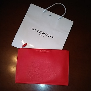 ジバンシィ(GIVENCHY)の今年1月GIVENCHY直営店購入★未使用★赤クラッチバッグ★メンズレディース(クラッチバッグ)