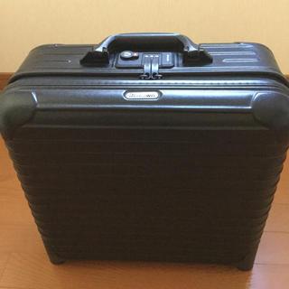 リモワ(RIMOWA)のビジネストローリー  丈夫な2輪です。(トラベルバッグ/スーツケース)