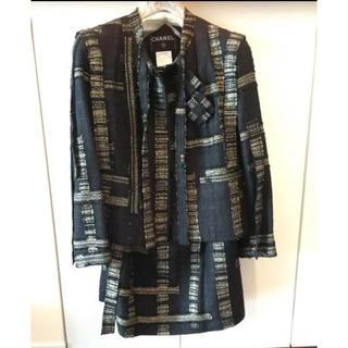 シャネル(CHANEL)の新品☆CHANELスーツ☆ブラック×ゴールド☆サイズ38(スーツ)