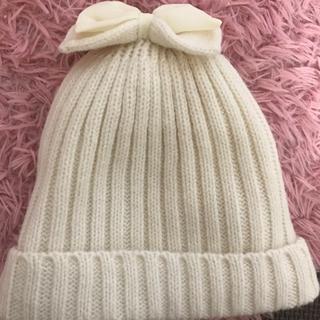 キッズズー(kid's zoo)のキッズズー ニット帽 リボン 白 ホワイト(帽子)