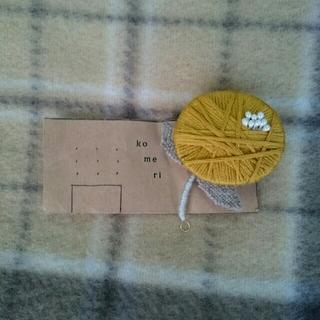 ハンドメイド作家Komeriさんのお花のブローチ