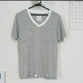 メンズビギ(MEN'S BIGI)のメンズビギ MIND BLOW ストライプ  白 グレー  Vネック Tシャツ(Tシャツ/カットソー(半袖/袖なし))