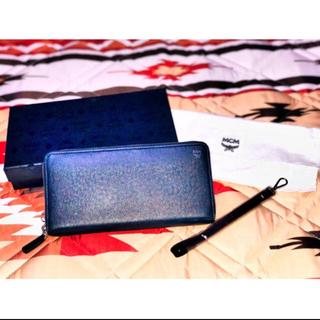 エムシーエム(MCM)のMCM  ストラップ付きラウンドファスナー長財布(長財布)