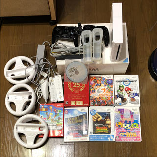 ウィー(Wii)のすぐに遊べるソフト付きWii セット マリオカート、マリオブラザーズなど(家庭用ゲーム本体)