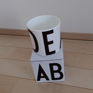 アルネヤコブセン(Arne Jacobsen)のデザインレターズ マルチジャー(小物入れ)