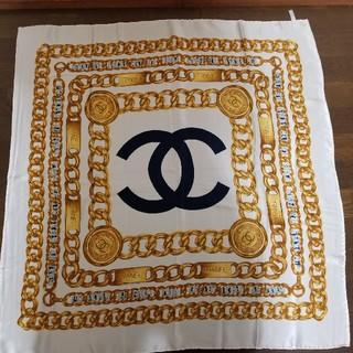 シャネル(CHANEL)のCHANELスカーフシルクホワイトケース付(バンダナ/スカーフ)
