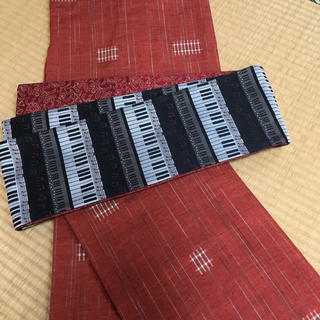 SALE  ♡ピアノ鍵盤 音符柄 半幅帯 ♪ 赤 黒 更紗 レア♡(帯)