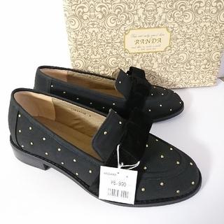 ランダ(RANDA)の新品◆定価6,990円 黒リボンベルトスタッズローファーM  ランダ(ローファー/革靴)