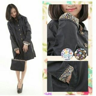 レインコート ブラック 袖小花柄 ポーチ付き 軽量 フード取り外し可能 黒(レインコート)