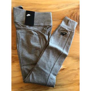 ナイキ(NIKE)の【Mサイズ 】新品タグ付き Nike ナイキレギンス グレー プレミアムポケット(レギンス/スパッツ)