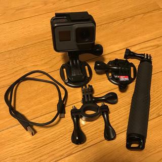 GoProHERO5 128GB SDカード、自撮り棒、マウントセット(ビデオカメラ)