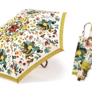 トゥモローランド(TOMORROWLAND)のマニプリ スカーフ フルーツ柄 雨天兼用折り畳み傘 極美品 (傘)