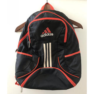 アディダス(adidas)のアディダス   キッズ用リュック    ブラック/オレンジ(リュックサック)