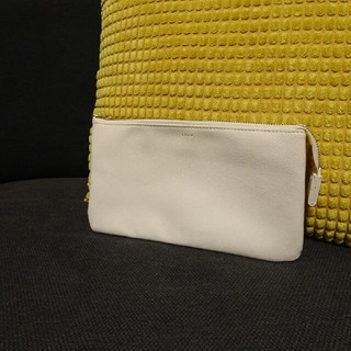 ザラ(ZARA)の美品  オフホワイト クラッチ(クラッチバッグ)