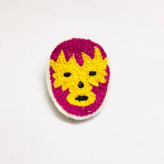 37.刺繍ブローチ