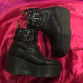 ドクターマーチン(Dr.Martens)のドクターマーチン限定 エナメルパイソン厚底ブーツ(ブーツ)