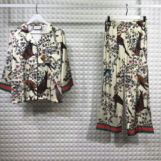 Gucci -  新品 プリント シルク パジャマセット Mサイズ