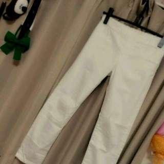 ジーユー(GU)の【お取り置き】白ストレートパンツ(チノパン)
