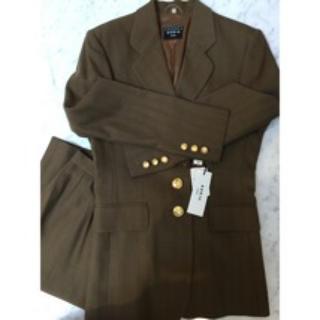 アクリス(AKRIS)の大特価♡新品未使用タグ付♡AKRISアクリス上品スーツ(スーツ)
