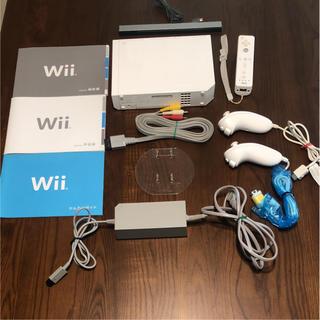 ウィー(Wii)のwii本体 & モンスターハンター3(トライ)セット(携帯用ゲーム本体)