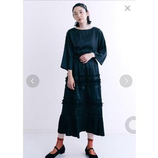 メルロー(merlot)のサテン ブラック ロングスカート(ロングスカート)