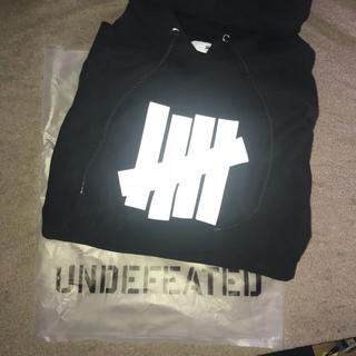 UNDEFEATED ロゴパーカー L