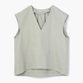 デプレ(DES PRES)の DES PRES ノーコットン Vネック タックブラウス カーキ(シャツ/ブラウス(半袖/袖なし))
