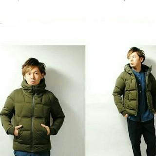 ユニクロ(UNIQLO)のカッコいいお洒落カーキ2017秋冬モデルユニクロシームレスダウンパーカーメンズS(ダウンジャケット)